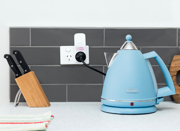 Blue kettle on bench plugged into umps smart plug
