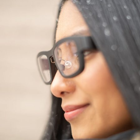 AdHawk-MindLink-Female-closeup-1-1024×683